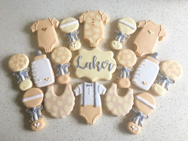 Subtle giraffe themed baby shower set. $42/dozen.