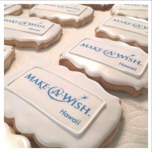 Make-A-Wish Hawaii logo cookies included in their customized corporate Christmas gift boxes.